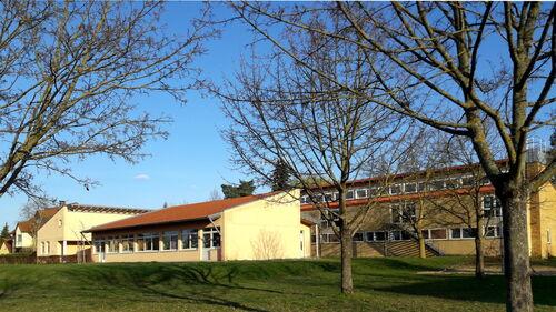 2017 Schule Großlangheim  von hinten